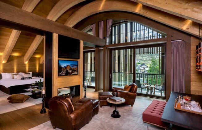 hotels-chedi-andermatt-gemsstock-suite-spacious-living-room-bed-room