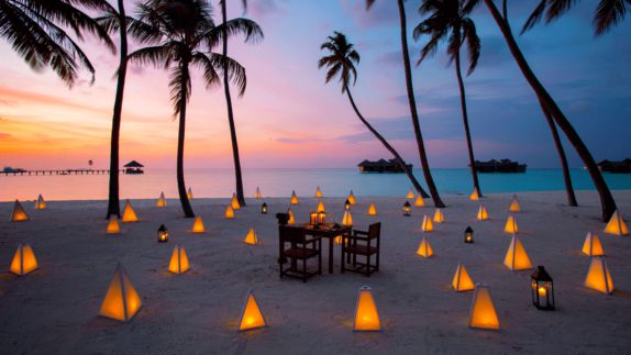 hotels in heaven gili lankanfushi maldives beach restaurant culinary activity lamps romantic sunset palm trees