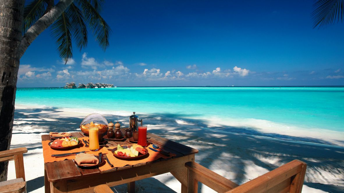 hotels in heaven gili lankanfushi maldives breakfast culinary food exotic fruits plate juice palm trees