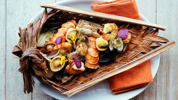 hotels in heaven gili lankanfushi maldives food culinary crabs clams oysters colorful diverse