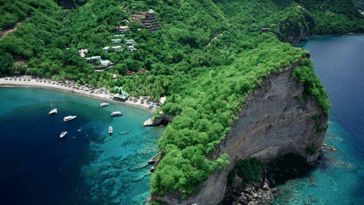 bay beach-jade mountain st. lucia