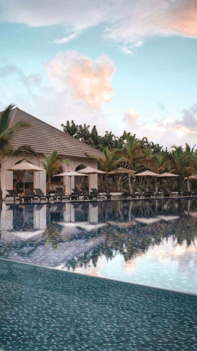 infinity pool sunbed-the residence zanzibar