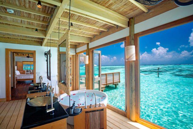 bathtub view-gili lankanfushi maldives