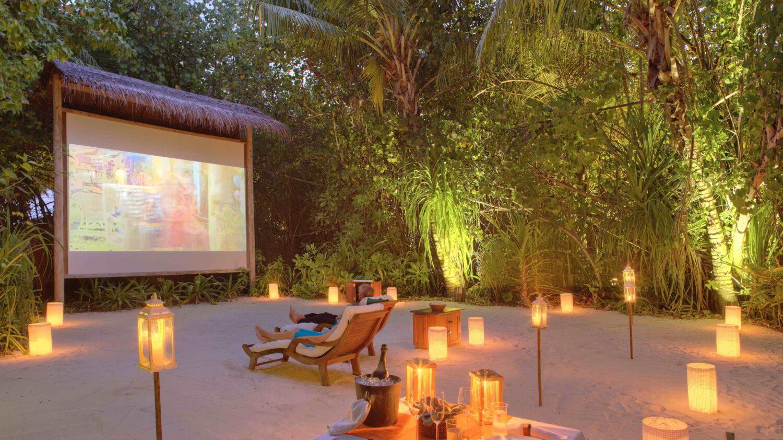outdoor cinema-gili lankanfushi maldives