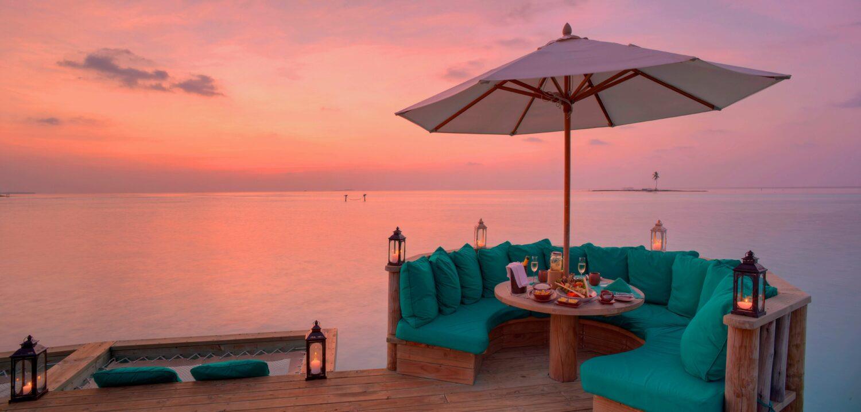 over water bar-gili lankanfushi maldives