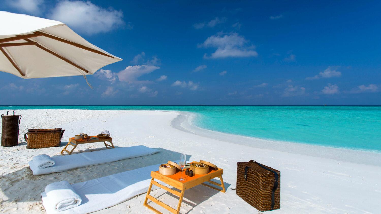 picnic at the beach-gili lankanfushi maldives