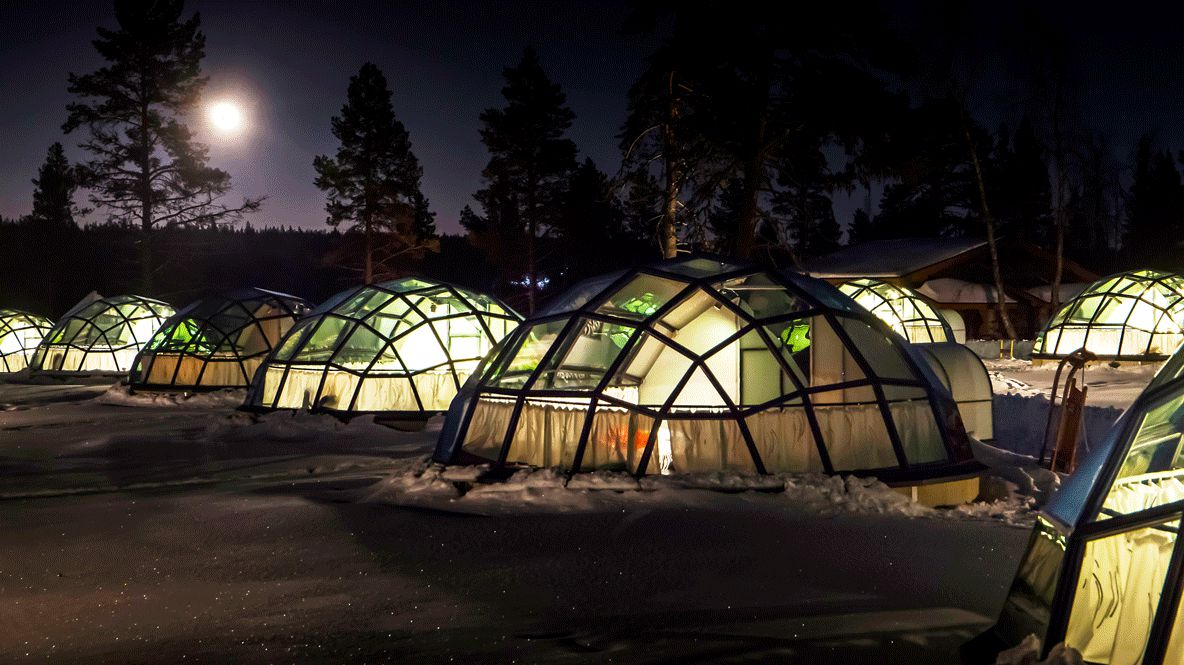 hotels in heaven finnland Kakslauttanen Glass Igloos location outdoor romantic cute little lights trees night time