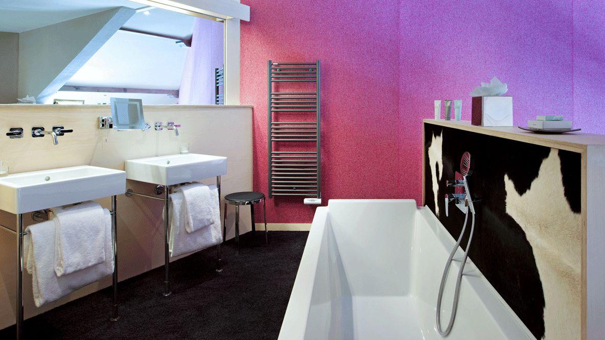 bathroom with bathtub-altapura val thorens