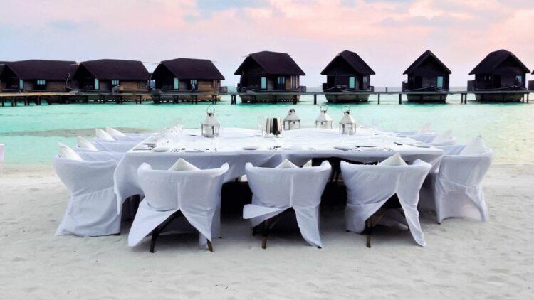como cocoa island maldives-setup-dinner
