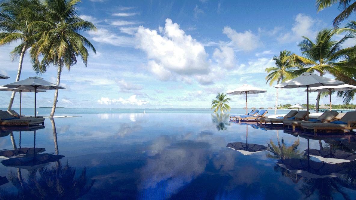 infinity pool hotel-conrad maldives rangali island