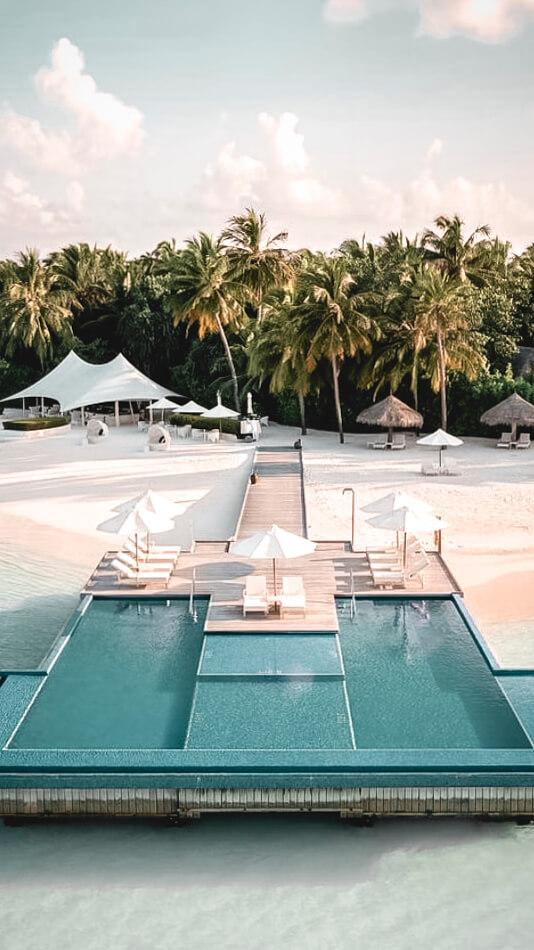 infinity pool ocean-conrad maldives rangali island
