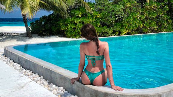 hotels in heaven como cocoa island pool view influencer water light blue palm trees back bikini green bushes path