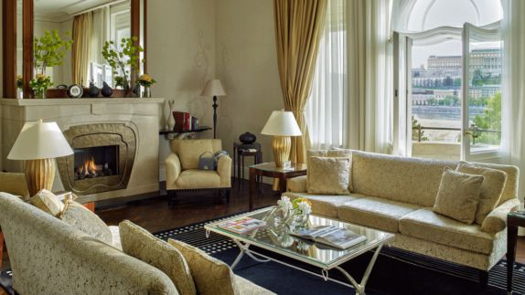 hotels in heaven four seasons budapest room view white creme elegant luxury couch fireplace window mirror lamp carpet