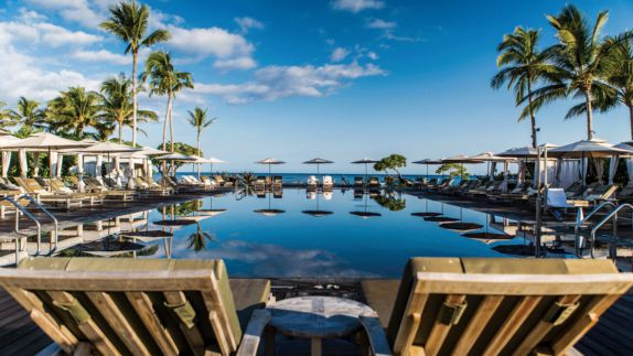 hotels in heaven four seasons hualalai pool ocean view loungers relaxing mirror water pool side sun shades
