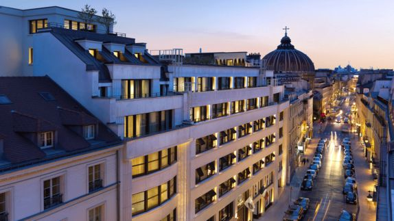 hotels in heaven mandarin oriental paris location street view lights sunset evening cars roof