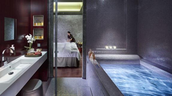 hotels in heaven mandarin oriental paris spa pool wellness luxery bathroom massage bathtub