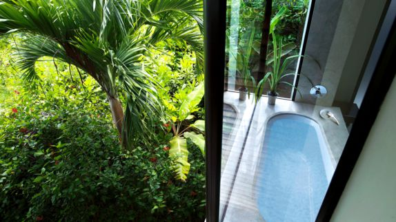 hotels in heaven raffles seychelles bathtub bathroom nature luxury plants glas wall