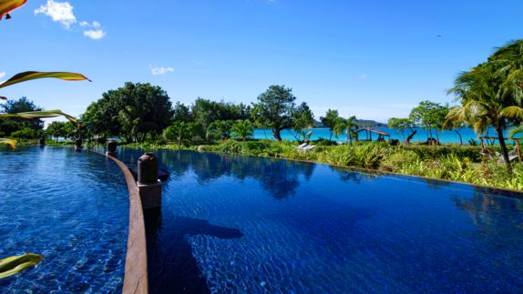 hotels in heaven raffles seychelles big pool view outdoor plants