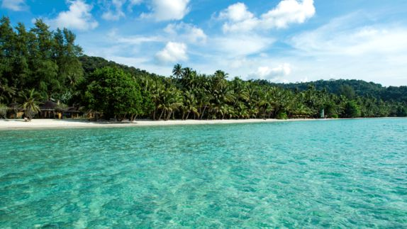 hotels in heaven soneva kiri outdoor ocean view nature sea water turquoise palm trees long wide beach side