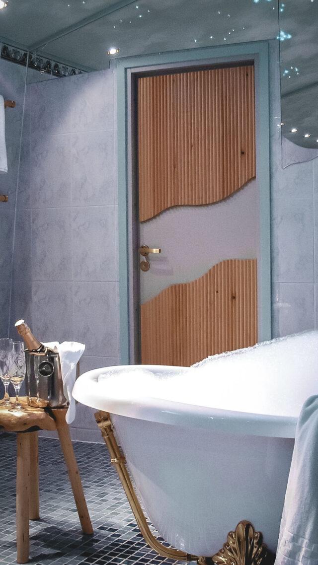 bathroom igloo-northern lights-kakslauttanen artic resort