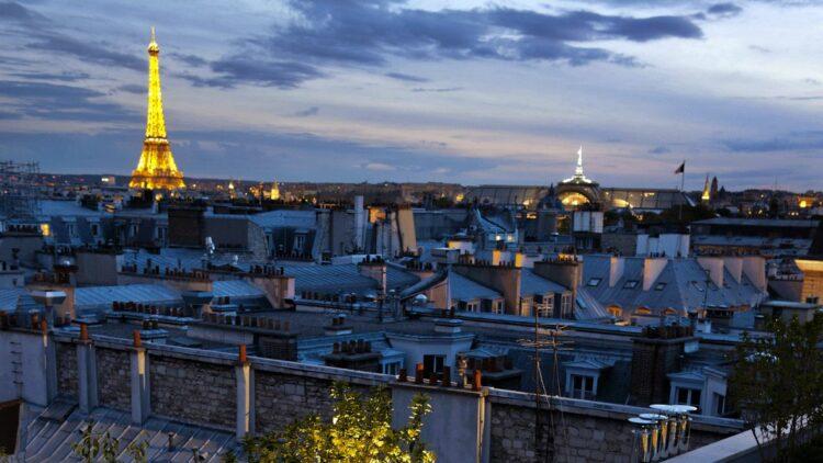 hotels in heaven mandarin oriental paris view terasse eiffelturm city evening lights houses