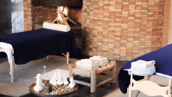 hotels in heaven Alto Atacama spa pool wellness massage table candles wooden tiles wall table lights towels