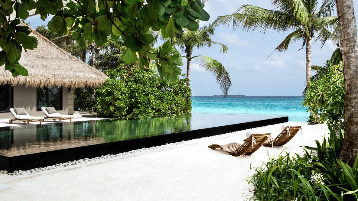cheval-blanc-randheli-pool-infinity-view-beach