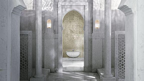 hotels in heaven royal mansou marrakech spa luxury bath marble columns floors walls antique sink greek like room