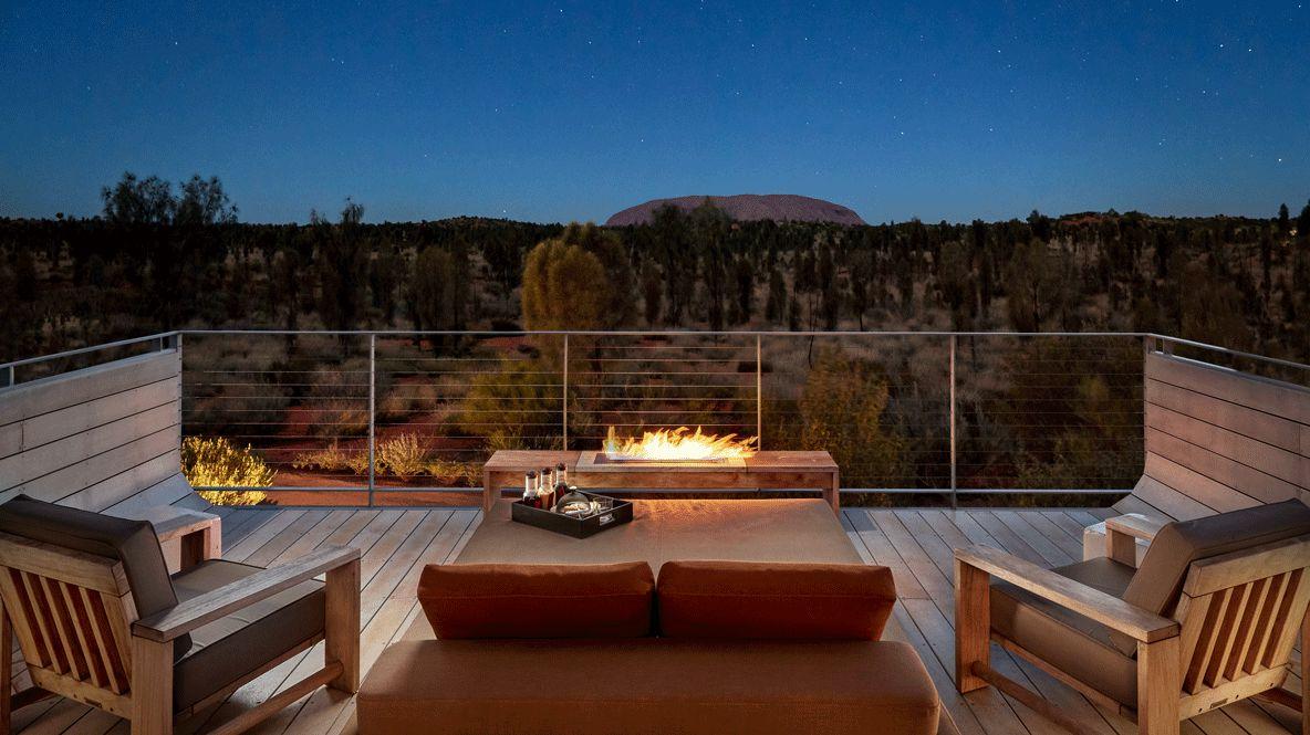 balcony ayers rock view-longitude 131° australia