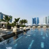 rooftop pool skyline-mandarin oriental singapore