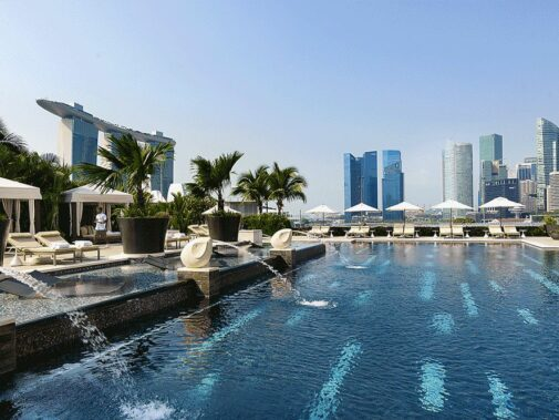 rooftop pool skyline-mandarin oriental singapore