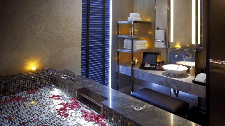 hotels in heaven mandarin oriental singapore spa bathtub roses sink tab towels shampoo water wavy ground