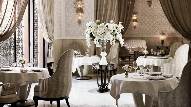 hotels in heaven royal mansour marrakech culinary restaurant luxury white table cloth big flower bouqet wine glasses