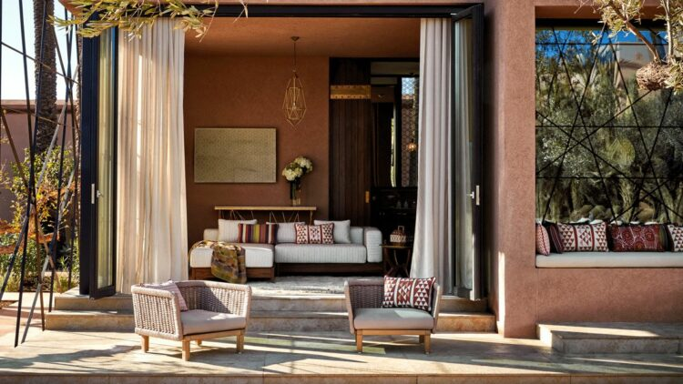 hotels in heaven royal mansour marrakech room terasse sofas grey curtains lamps glass windows beautiful art