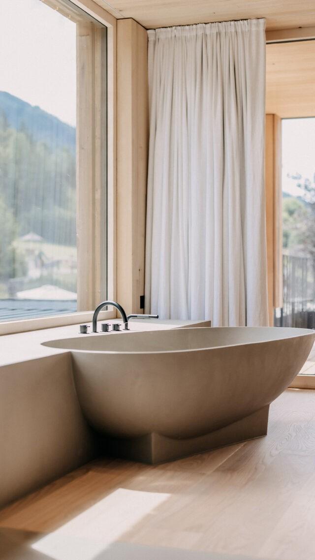 Naturhotel-Forsthofgut_Garden_Loft_bathtub_mobile