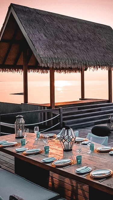 fine dining-four seasons private island at voavah