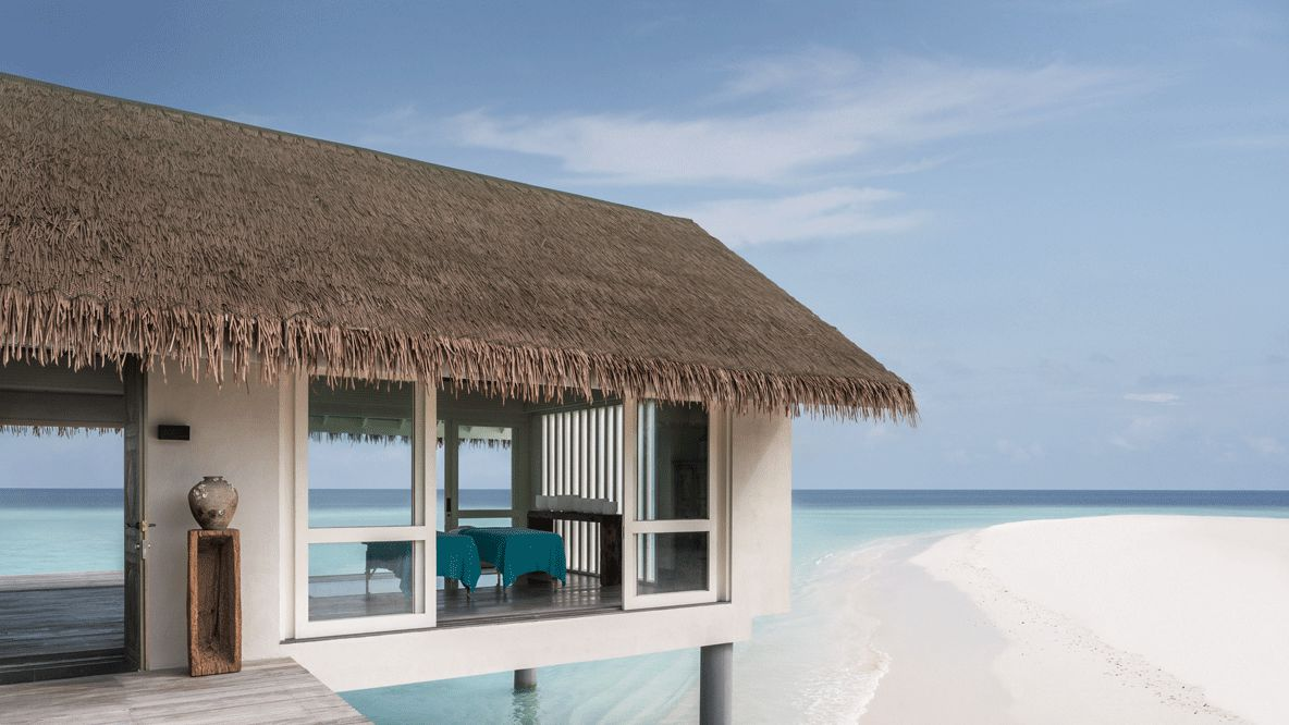 wellness spa-four seasons private island at voavah