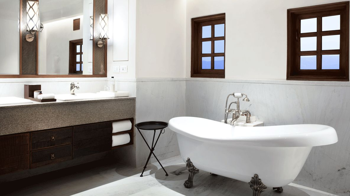 hotels in heaven Alila Fort Bishangarh bathroom private extra bathtub window sink towel lamp soap