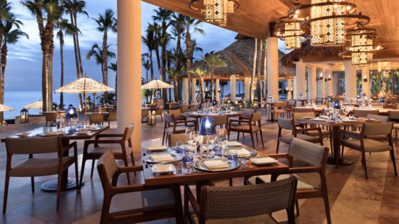 hotels in heaven one and only palmilla culinary restaurant dining dinner luxury hotel palm trees dishes napkin sea sunshades lights romantic