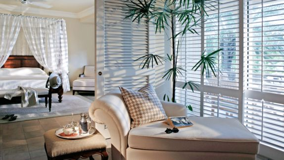 hotels in heaven residence mauritius hotelroom living room luxury couch four poster bed sunglasses book pillow hat jacket