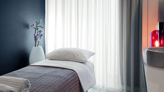 hotels in heaven he thief spa massage wellness pillow blanket white grey vase flower towel sink comfort curtain