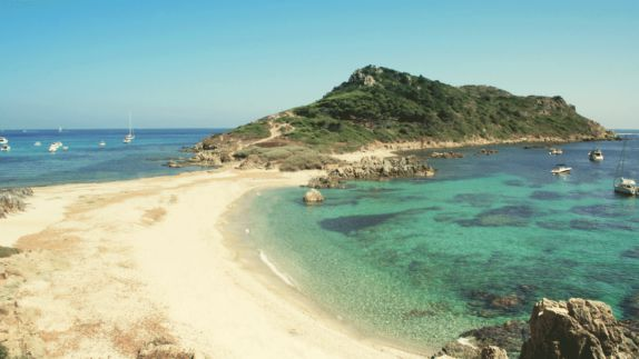 hotels in heaven villa marie location green blue water sand boats island nature stone sea amazing sunny