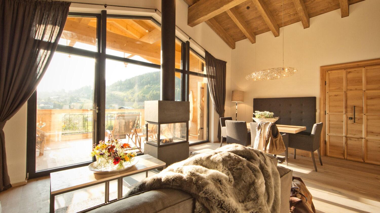 naturhotel-forsthofgut-living-room-suite-landleben