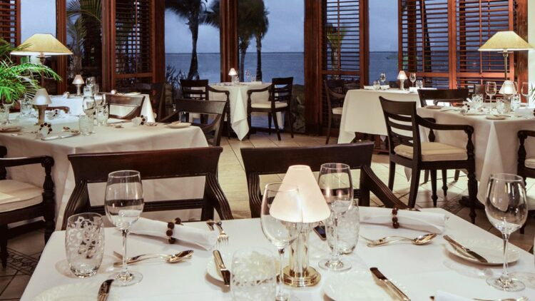 hotels in heaven residence mauritius dining room restaurant culinary dinner candlelight romantic dishes wine glass view