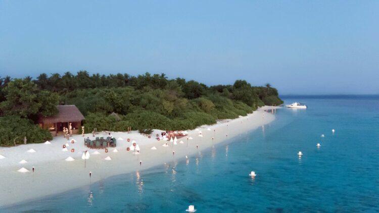 soneva-fushi-maldives-beach-dining