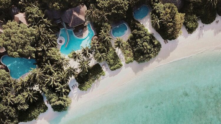soneva-fushi-maldives-beach-overview