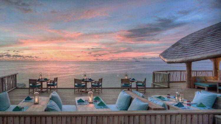soneva-fushi-maldives-sunset-restaurant
