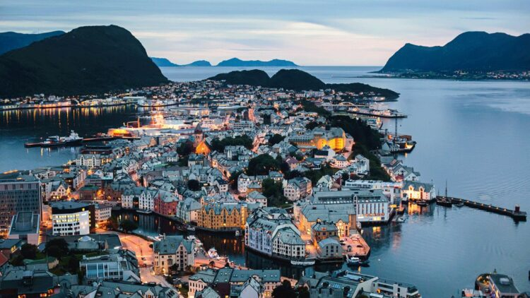 hotels in heaven the thief oslo location house norway sea lights sunset mountains trees ship streets beautiful view
