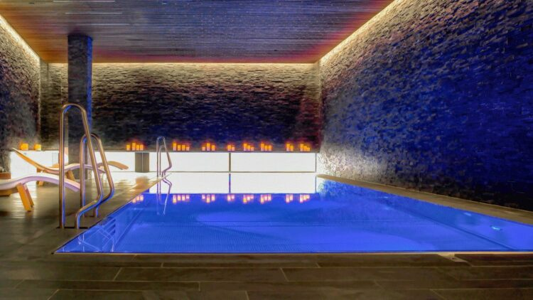 hotels in heaven the thief spa pool indoor blue light lights deckchair romantic