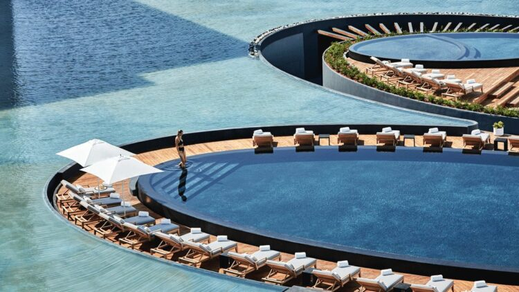 hotels in heaven viceroy los cabos pool influencer beautiful luxury deckchair woman sunshade plants blue blogger